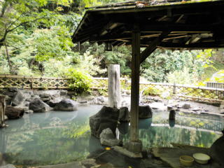 Kaniyu Onsen open-air bath for women only